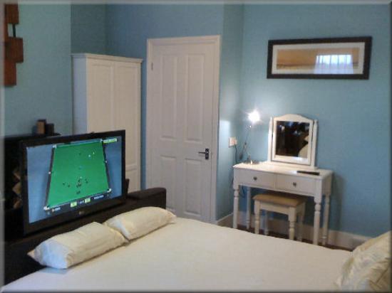 Tv In Bed : Leather tv bed bild von english rose b&b bexhill on sea tripadvisor