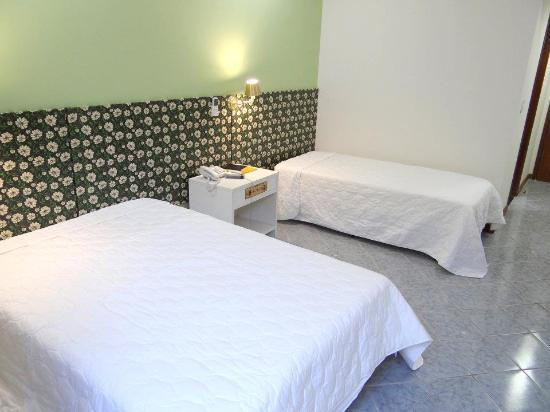 Ponta Porã, MS: Quartos amplos, todos sem carpetes e recentemente reformados (2011)