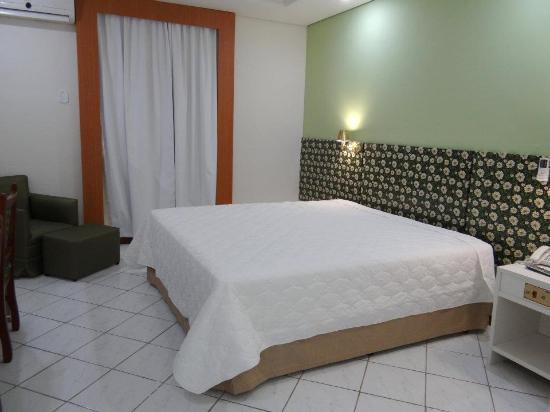 Ponta Porã, MS: Todos os quartos do Hotel Barcelona são amplos e adaptados conforme norma ABNT para atender pess