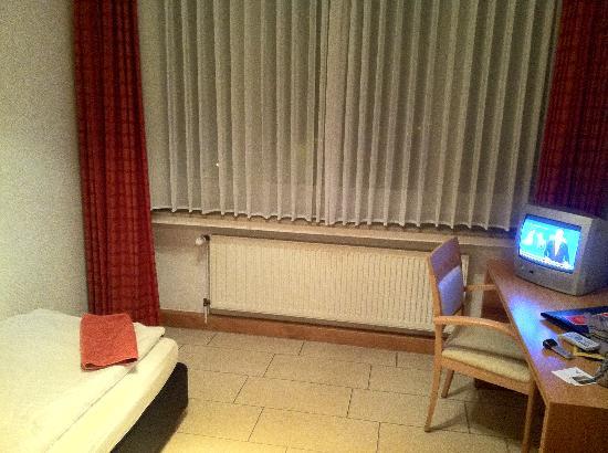 Hotel Conti: Einzelzimmer Fernseher