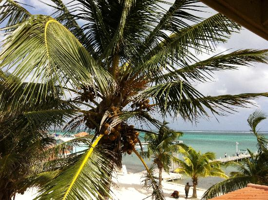 SunBreeze Hotel: The view from the cabana above the bar.