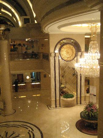 Celebrity International Grand Hotel Beijing: The lobby