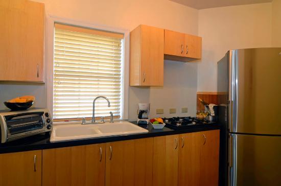Arawak Beach Inn: Premium Room Kitchen