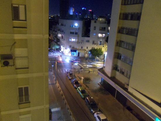 Hotel Prima City, Tel Aviv: Blick bei Nacht vom Balkon-Richtung City