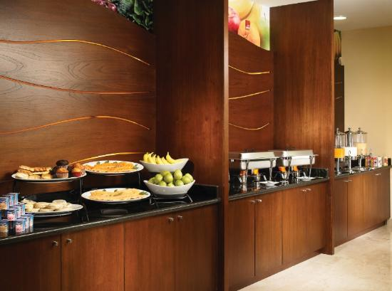 Fairfield Inn & Suites by Marriott Los Cabos: american breakfast buffet