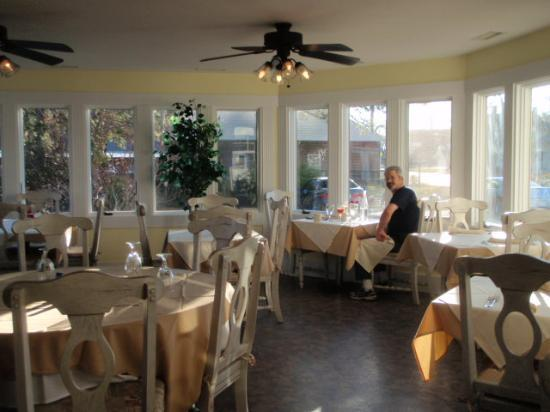 The Inn & Garden Cafe : Bright and comfortable