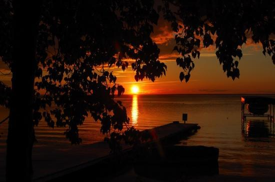 Clearwater Lake Provincial Park: Clearwater Lake - amazing sunset