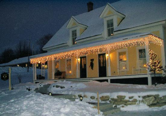 Twin Doors Bed & Breakfast: Twin Doors B&B - 3 miles to Mt Sunapee