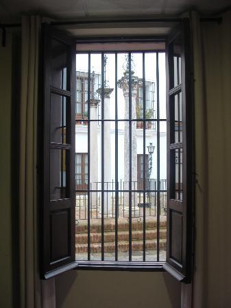Hotel Patio de las Cruces: finestra che si affaccia su Plaza de las Cruces