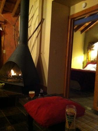 Idyllwild Bunkhouse: Fireplace in the livingroom