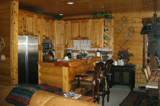 Comstock Lodge : #106--Extremely well-equipped kitchen, new appliances.