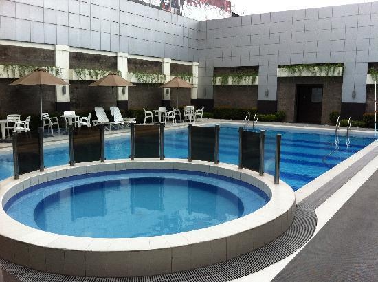 Manila Grand Opera Hotel'S Pool
