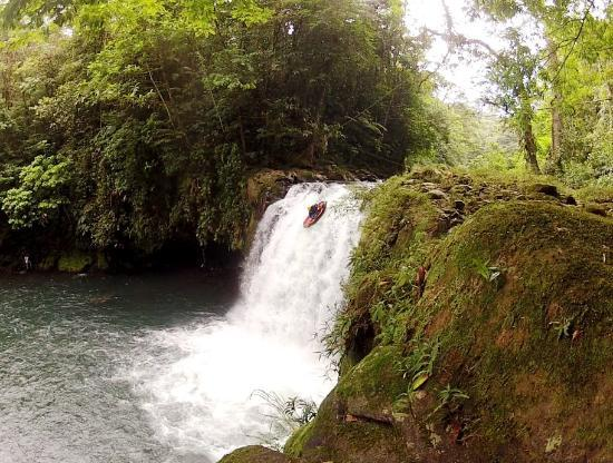 Sarapiqui Outdoor Center: Waterfall in the Jungle. Testing out the Packraft!