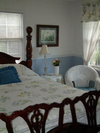 The Lake House: Annie Elizabeth Guest Room