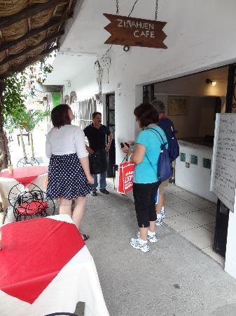 Zirahuen Café : Just outside