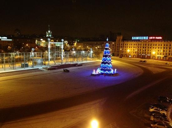 Volgograd Hotel: площадь зимой..