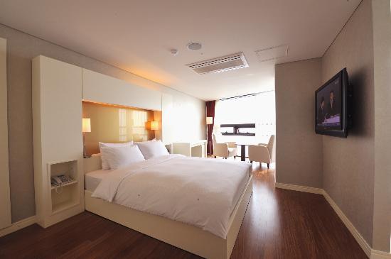 선셋 비지니스 호텔: Corner Suite