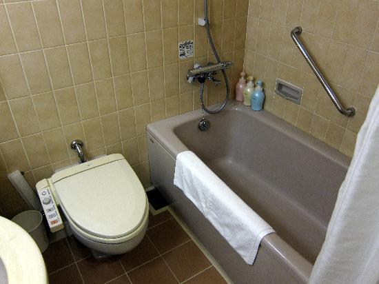 Mitsui Garden Hotel Chiba : バスルーム;設備は古いが広くて清潔