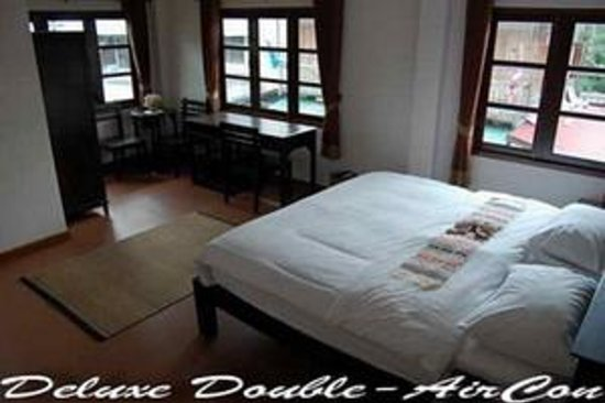 Baan Klang Vieng Hostel: Deluxe Double Bed - AirCon - PrivateBathroom