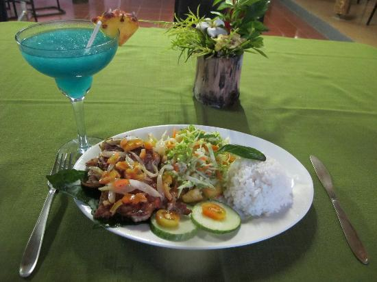 Lusia's Lagoon Chalets: Delicious food!