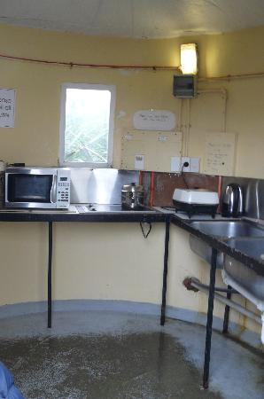 Curio Bay Camp Ground: kitchen