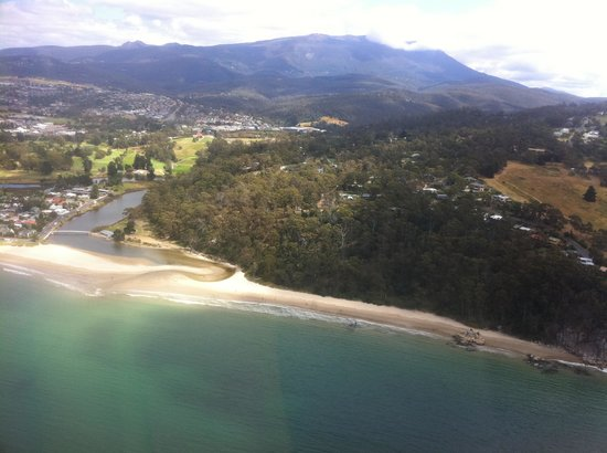 Tasmanian Air Adventures Day Tours: View of Kingston Beach