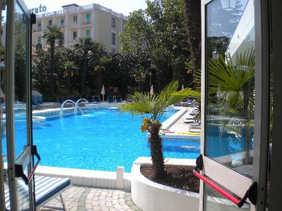 Hotel Terme Due Torri: piscina esterna