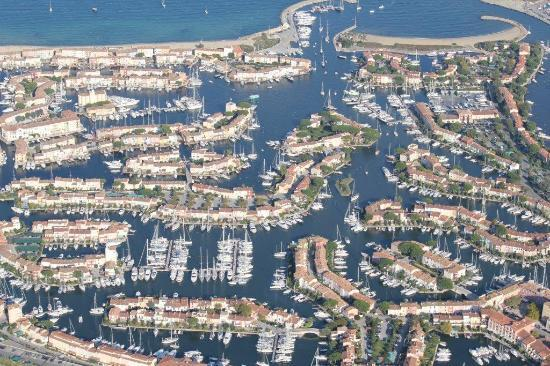 Performance Service Helicopter Rides : port grimaud helicopter view over the bay of st. tropez