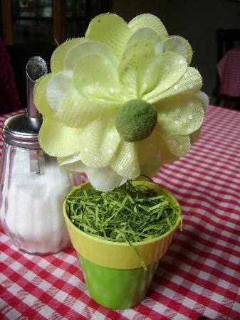 Creperie De Bretoen: very pretty table decoration