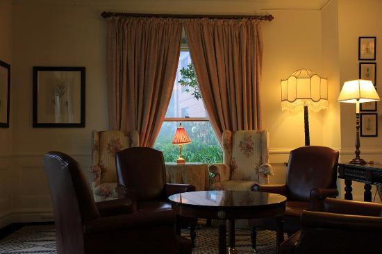 Lilianfels Resort & Spa - Blue Mountains: Hotel lounge area - high tea is served here