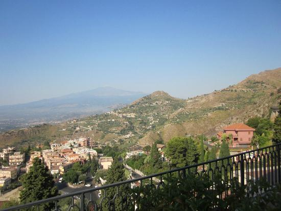 Villa Sara: vista etna di giorno