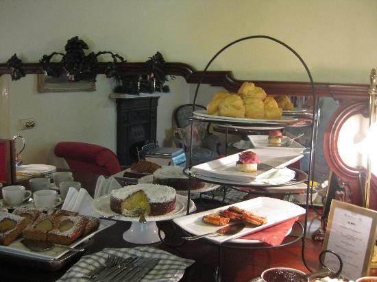 Bartholomeus Klip Farmhouse: High Tea