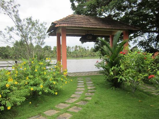 Club Mahindra Kumarakom: Entry from the Backwaters