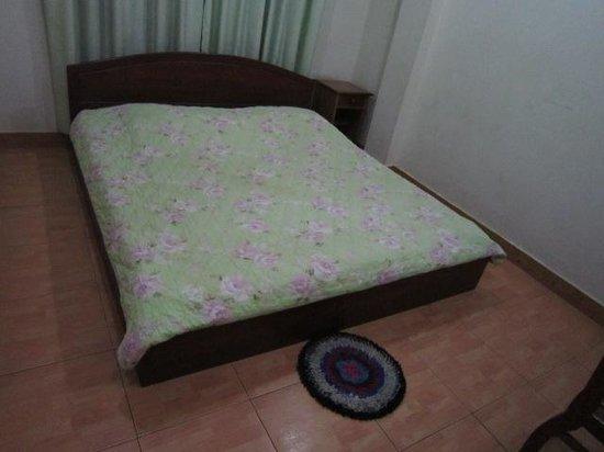 Riverside Hotel : ベッド