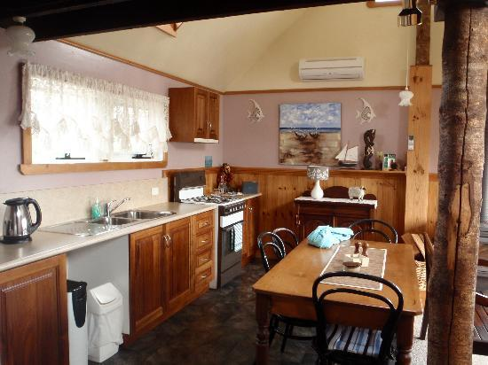 Touchwood Cottages: kitchen