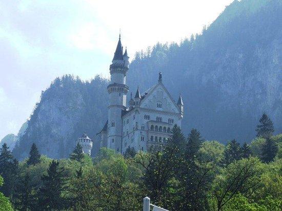 قصر نويشفانشتاين: Castle Neuschwanstein
