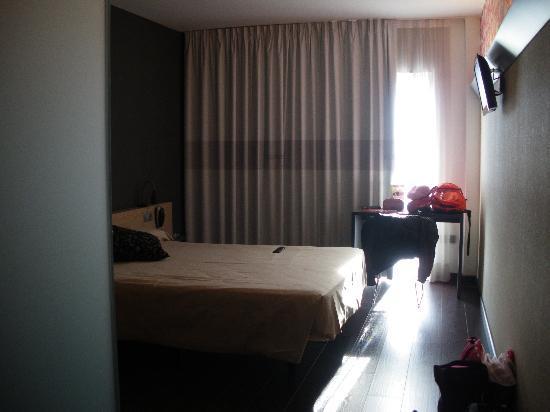 B&B Hotel Granada: Habitacion