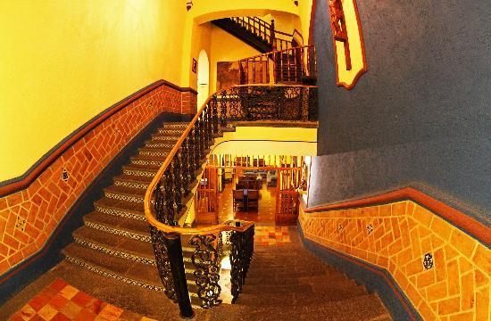 Hotel Colonial de Puebla: Stairs