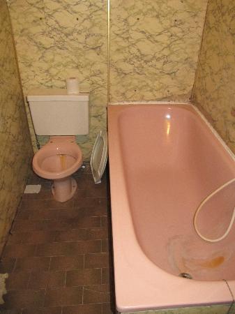 Hotel De Paris: Baño