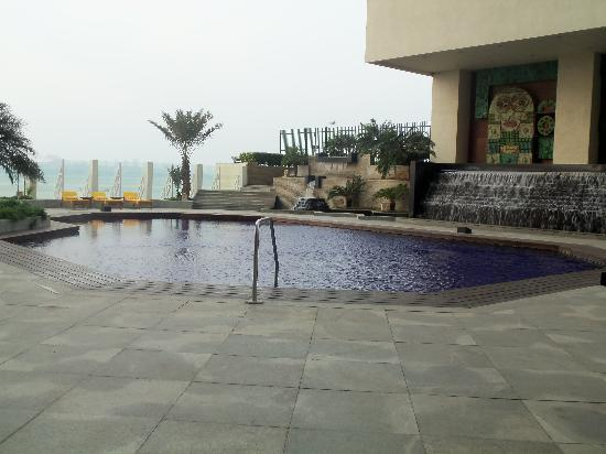 The Oberoi, Mumbai: Rooftop pool area