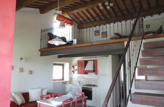 Soggiorno appartamento con soppalco - Foto di Agriturismo San Lorenzo, Serre ...