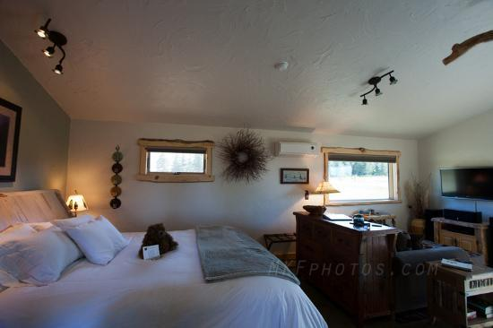 Blue Sky Cabins: large comfy bed
