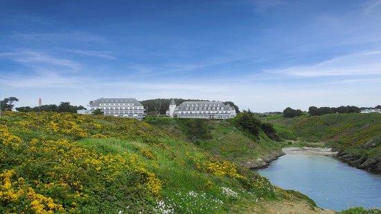 Castel Clara Thalasso & Spa : Le Castel Clara depuis la côte