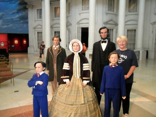 Abraham Lincoln Presidential Library and Museum: Can you pick out the fake Lincoln?