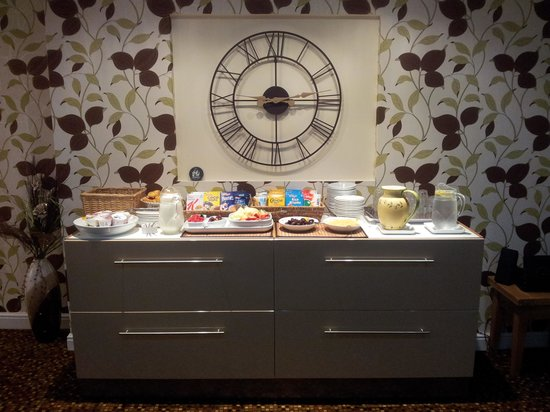 ‪‪Lauriston Court Hotel‬: Breakfast Bar in dining room‬