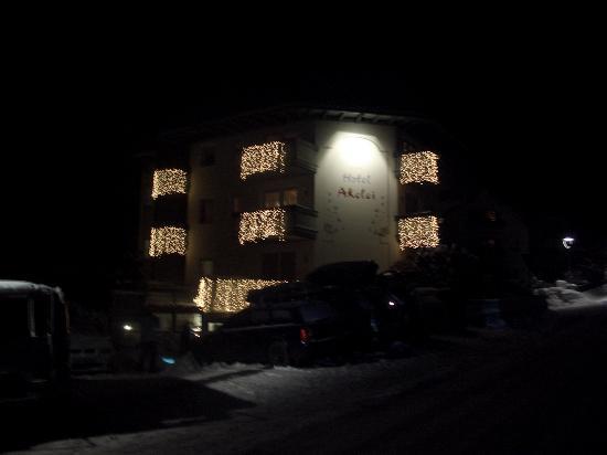 Hotel Akelei di notte nel periodo natalizio