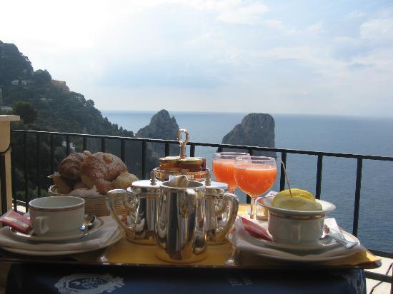 Hotel Luna: Petit Déjeuenr en terrasse