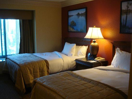 Embassy Suites by Hilton Sacramento - Riverfront Promenade: Sleeping room