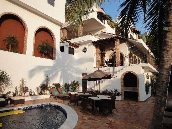 Casa Cupula: piscine et restaurant