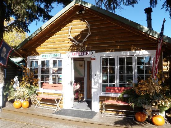 The Log Cabin Motel: The Motel in the fall  - we love all seasons